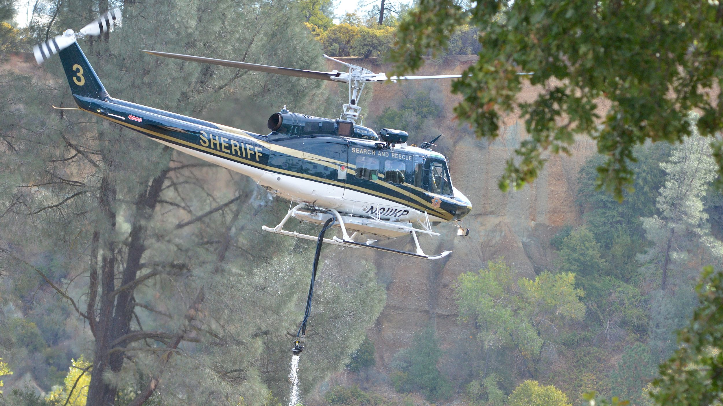 Helicopter dipping firefighting hose